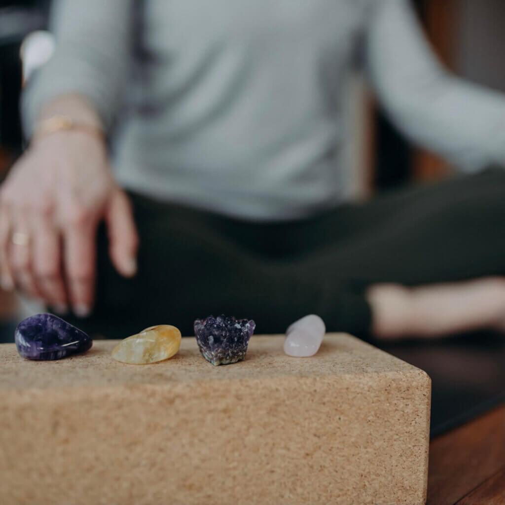 Unterschiedliche Stein haben und unterschiedliche Schwingungen und dadurch auch unterschiedliche Energien.